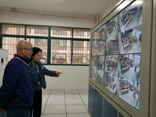 4 副院长程瑞峰带队检查教学监控室.jpg