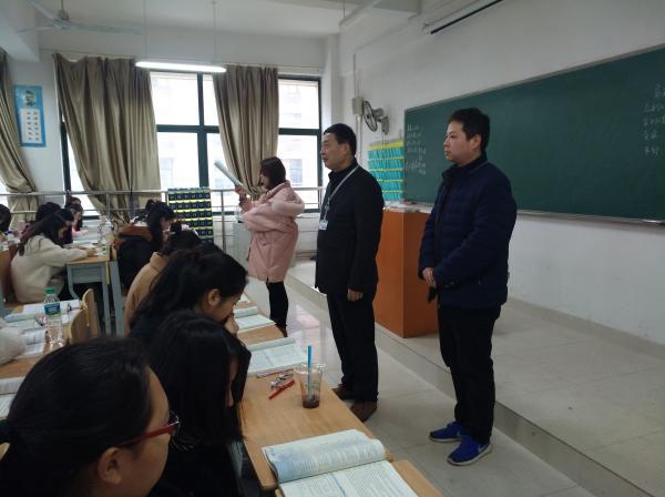 1 党委书记潘星星带队检查2号教学楼.jpg