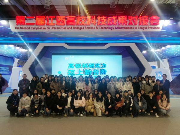 13 学院200余名师生到现场参观学习_副本.jpg