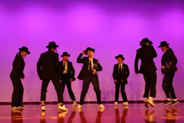 6 现代舞《校时代》.jpg