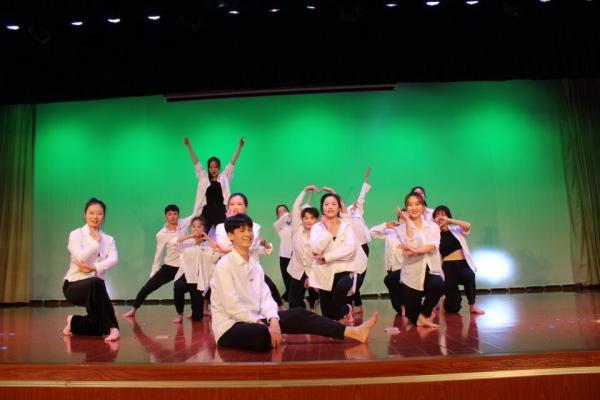 4 民族舞《炫彩民族风》.jpg