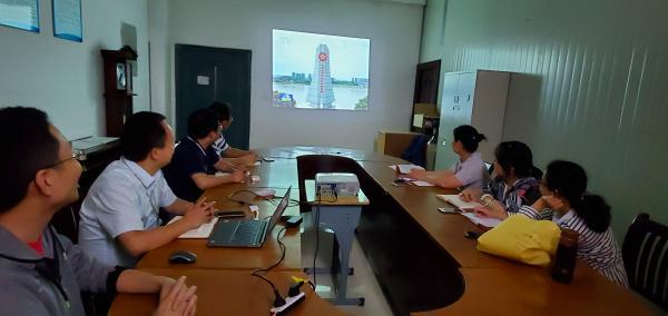 第一党小组开展学习.jpg