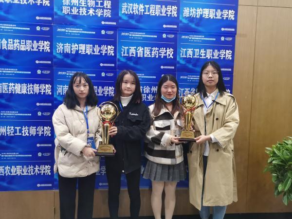 获奖图片(由左至右:刘燕霞、吴晨苇、严丽霞、刘翠玲).jpg