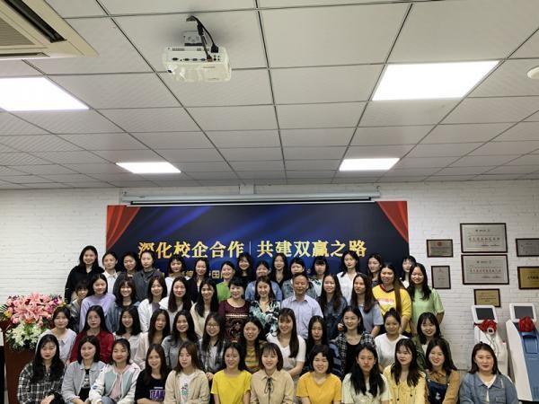 2.在广州缔诗生物科技有限公司检查学生实习情况暨举行校企合作仪式.jpg