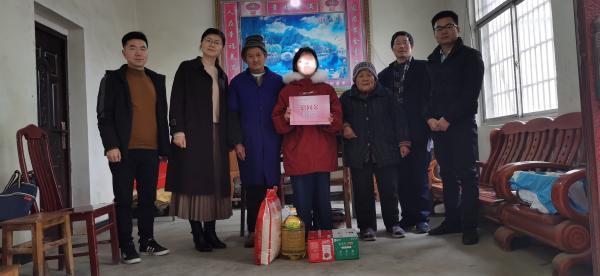 学院宣传部长万云辉带队走访慰问特困学生
